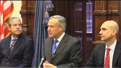 Gobernador de Texas firma leyes sobre seguridad en las escuelas