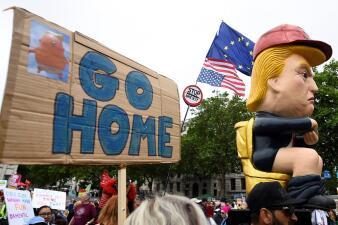 """""""Vete a casa"""", """"Enciérrenlo en la torre"""" o """"Mentiroso"""": los mensajes con los que Londres protesta contra Trump"""