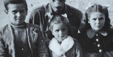 La increíble historia del hombre que halló 76 años después a los 3 niños que casi mató en la Segunda Guerra Mundial
