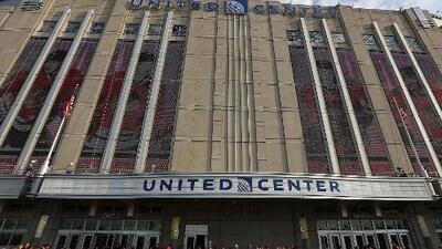 El United Center reabre sus puertas tras fuerte pelea en torneo de baloncesto