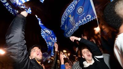 Leicester es el nuevo campeón de la Premier League tras el empate de Tottenham con Chelsea