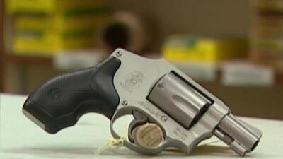 'Los Ángeles en un Minuto': revelan que algunos agentes han estado comprando armas para luego revenderlas