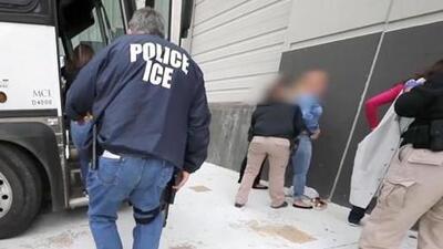 ¿Qué debe hacer una persona si ICE se presenta en su lugar de trabajo?