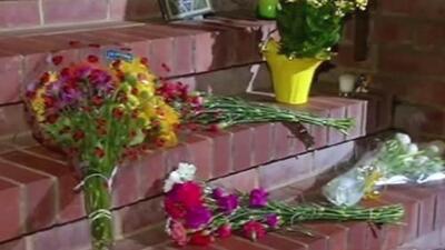 Casa de Robin Wiliams en San Francisco es llenada de flores