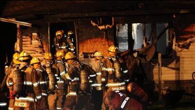 Un bombero pierde a sus 3 hijos en incendio de una guardería