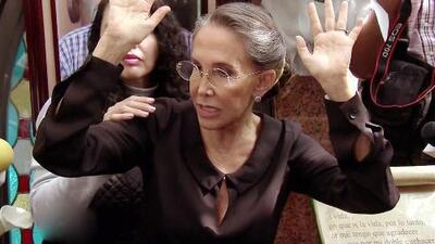 La prensa casi se come a Florinda Meza durante el homenaje a Chespirito