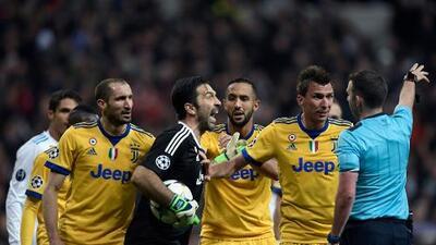 """Buffon llama """"animal"""" al árbitro Michael Oliver por pitar el polémico penalti"""