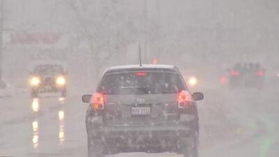 Problemas en las vías, nieve y fuertes vientos, algunos de los efectos de la tormenta invernal en Waukegan, Illinois