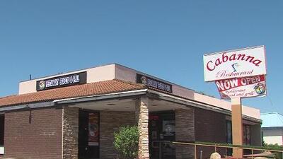 No les pagan hace meses, pero siguen trabajando: ¿qué pasa en este restaurante ubicado en Escondido, California?