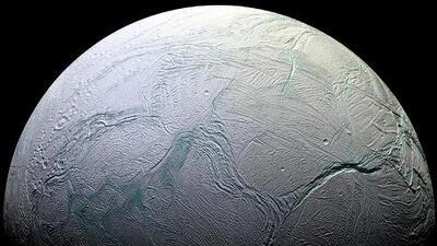 La NASA confirma que una luna de Saturno reúne las condiciones para albergar vida