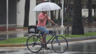 No guardes la sombrilla: pronostican más lluvias y tormentas para este viernes en Miami