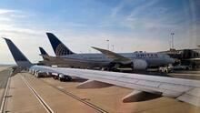 United Airlines anuncia plan de descarbonización de sus aviones para ayudar a reducir la contaminación en el ambiente