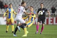 El conjunto de Javier Hernández cerró la fase de grupos con 15 unidades y clasifican a la siguiente ronda como primeros del Grupo A. Vujadin Savic (61') marcó el gol que definió el encuentro.