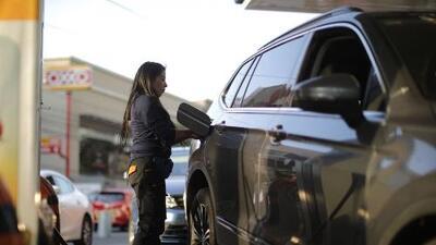 Consejos de seguridad al poner gasolina al auto