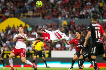 Avilés Hurtado, de jugador irregular en la Liga MX a finalista por premio de la FIFA