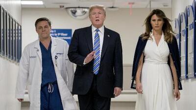 Polémica por la actitud de Donald Trump durante su visita a Florida tras el tiroteo en la escuela de Parkland