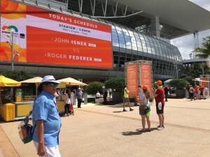 En fotos: la afición puso el color previo a la final Federer-Isner en Miami