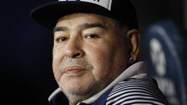Diego Armando Maradona es internado en un hospital
