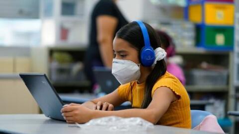 Escuelas de Los Ángeles podrían abrir para instrucción presencial gracias a la continua disminución de casos de coronavirus