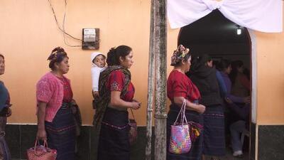 Cientos de personas llegan al pueblo de Claudia Gómez, la guatemalteca que murió a manos de un agente fronterizo