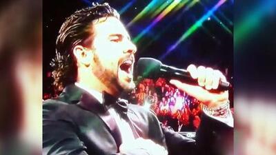 Gerardo Bazúa cantó el Himno Nacional Mexicano en la pelea del Canelo