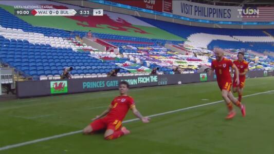 ¡Cae el gol de la victoria! Neco Shay Williams con un cabezazo logra el 1-0 para Gales