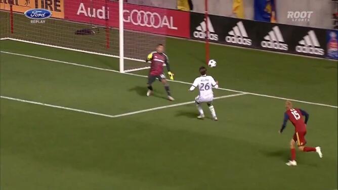 Argentino Lucas Melano aprovecha 'regalo' de la defensa y marca su primer gol en MLS para Portland