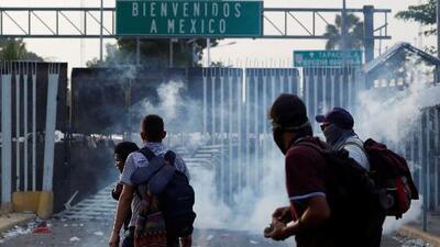 Así fue el choque entre migrantes y policías en la frontera México-Guatemala