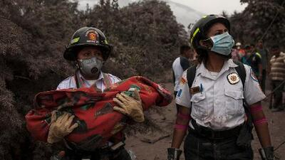 Encuentran a 6 niños calcinados tras la erupción del volcán de Fuego en Guatemala