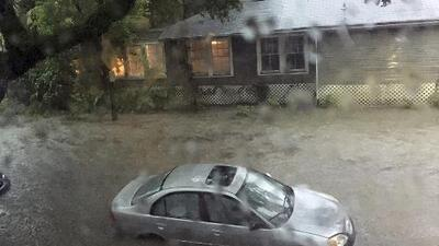 Tormenta tropical Barry amenaza con convertirse en huracán