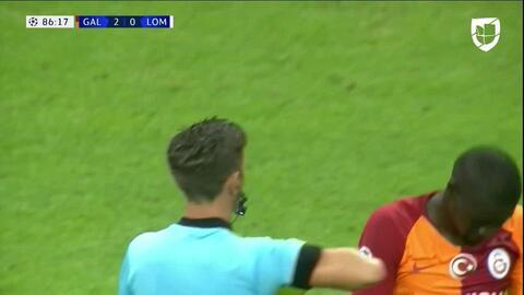 ¡Tarjeta Roja! Badou Ndiaye recibe la segunda amarilla y se va del juego