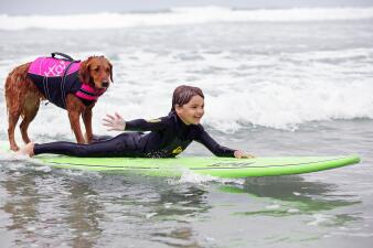Ella es la surfista y terapeuta más linda