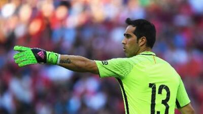 Claudio Bravo, pendiente de cerrar su fichaje por el City, no se entrena con el Barça