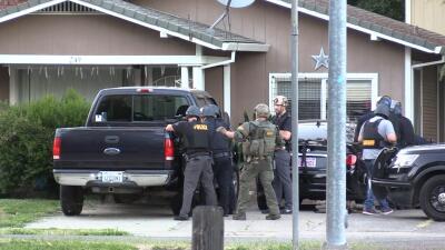 En Fotos: Un policía fue baleado por un atacante parapetado en el norte de Sacramento