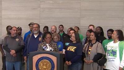Líderes políticos y trabajadores federales en Houston celebran la reapertura temporal del gobierno