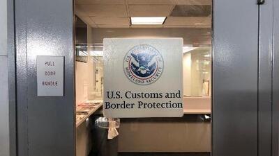 Tres niñas estadounidenses y un adulto mexicano fueron detenidos en el aeropuerto de Chicago