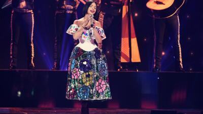 Este es el vestido que Ángela Aguilar eligió 30 minutos antes de cantar en Premios Juventud 2019
