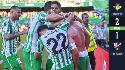 Aplauden a Guardado y a Lainez en cardíaca victoria del Betis ante el Huesca