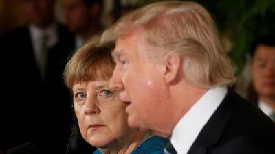 """""""Por lo menos tenemos algo en común"""": Trump insiste frente a Merkel en que fue espiado por Obama"""