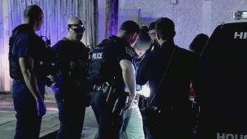 Dos jóvenes están bajo investigación por tiroteo afuera de una escuela en Houston que dejó un estudiante muerto
