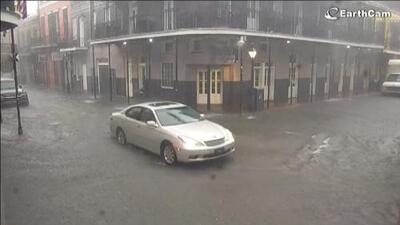 Barry es huracán y aumenta el peligro de inundaciones catastróficas para Louisiana