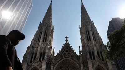 Un hombre es detenido cuando entraba con gasolina y encendedores a la catedral de Saint Patrick