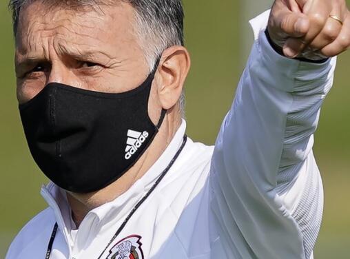 Martino espera que Jiménez reaparezca con el Tri en Eliminatoria