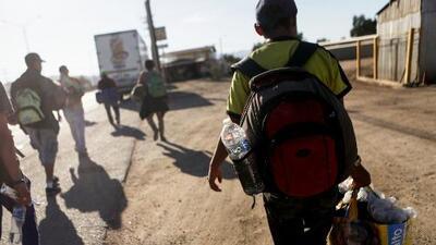 Grupos de migrantes intentarán cruzar la frontera por Mexicali para evitar enfrentamientos como el de Piedras Negras