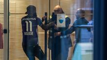 Royal Antwerp corre a su jugador por vestir la playera del rival