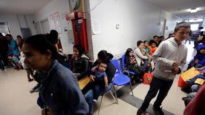 EEUU pone en cuarentena a 5,200 migrantes detenidos por exposición a paperas y varicela