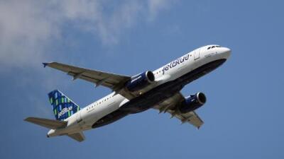 Van más de 100 vuelos cancelados en San Juan por el paso del Huracán Dorian