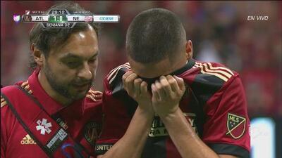 El paraguayo Miguel Almirón se lesiona y sale llorando del terreno de juego