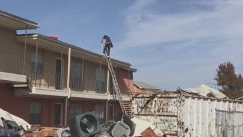 Continúa la remoción de escombros en Arlington tras el tornado que dejó varias viviendas afectadas