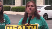 Manifestantes protestaron en las oficinas de Will Hurd pidiéndole que apoye al ObamaCare